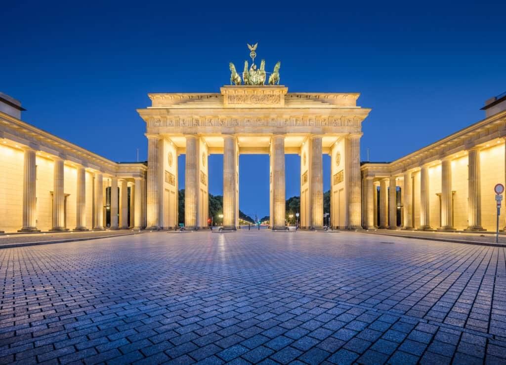 brandenburger tor ved berlinmuren i berlin tyskland