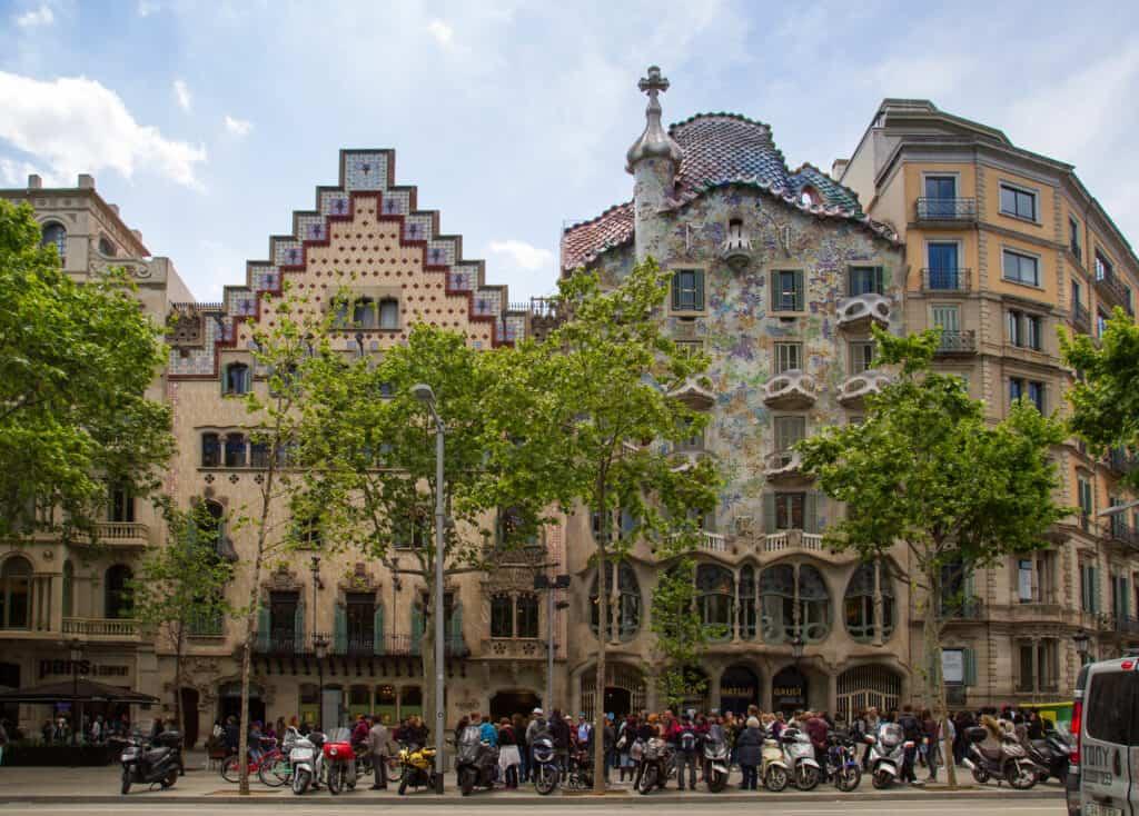 casa batlló i park guell designet af antoni gaudi i barcelona spanien