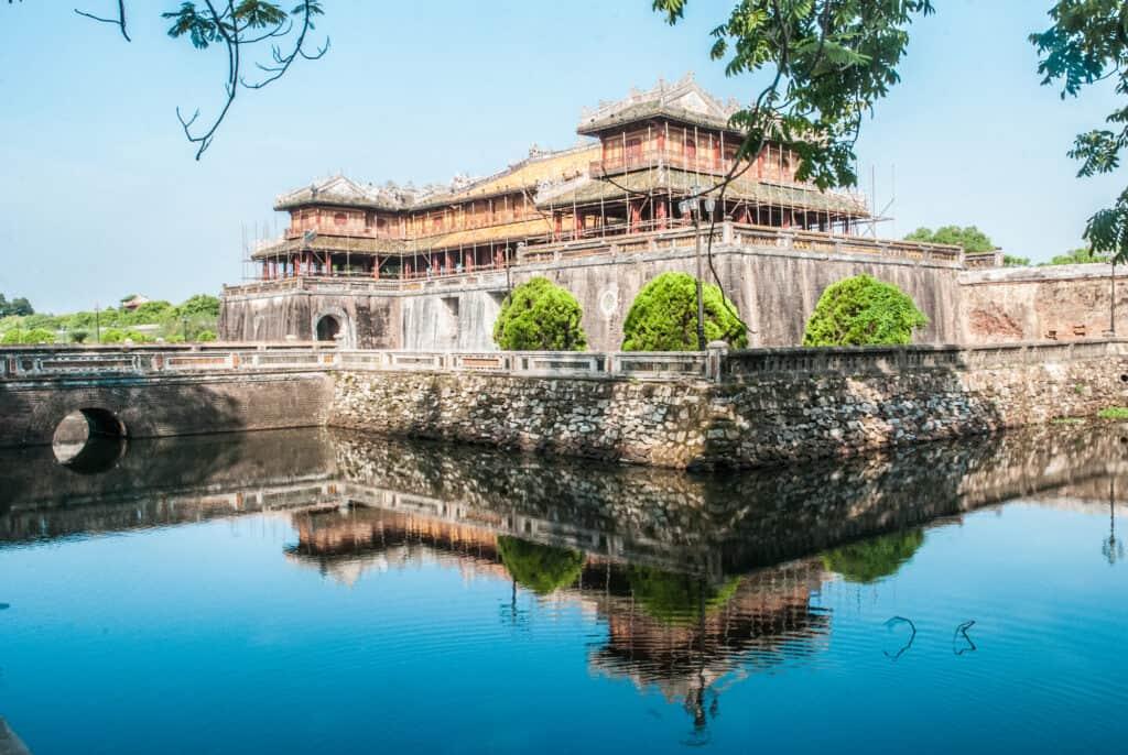 den forbudte by med det kejserlige palads imperial citadel i vietnam