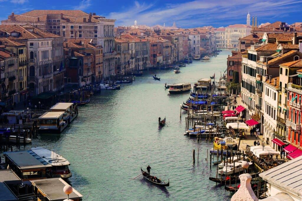 den store kanal canal grande i venedig i italien
