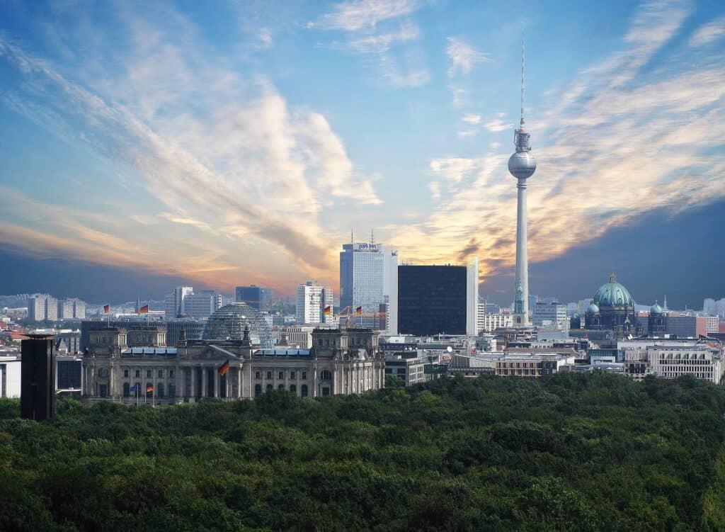 fjernsynstårnet på 368 meters højde i berlin