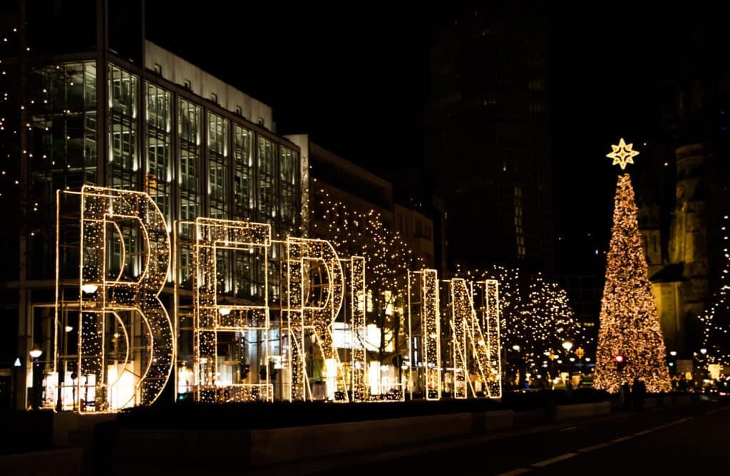 juledekoration på kurfürstendamm gaden i berlin tyskland