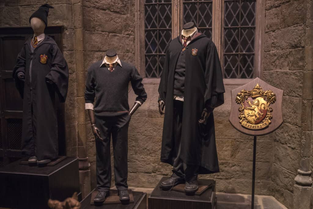 kostumer fra harry potter filmene fremvise i harry potter world i london warner bros studios