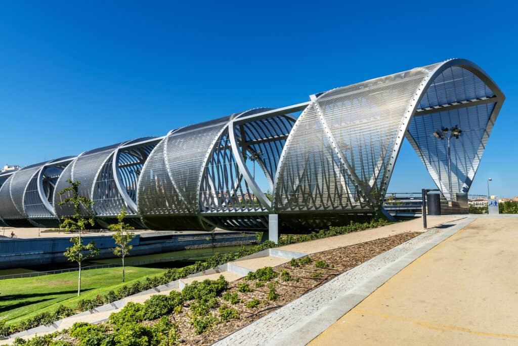 manzanares broen i madrid i området ved casa de campo parken