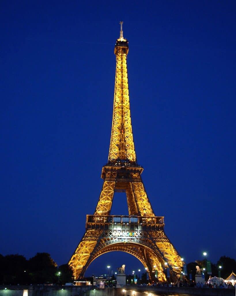 nattebillede af eiffeltårnet i paris