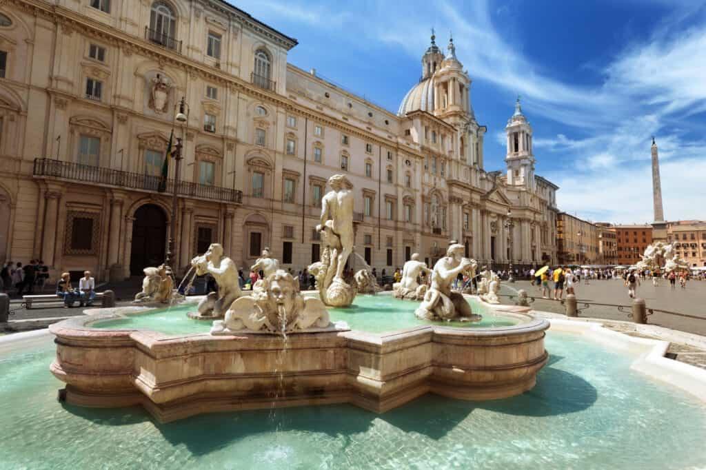 piazza navona i rom er en kendt plads som besøges af mange turister