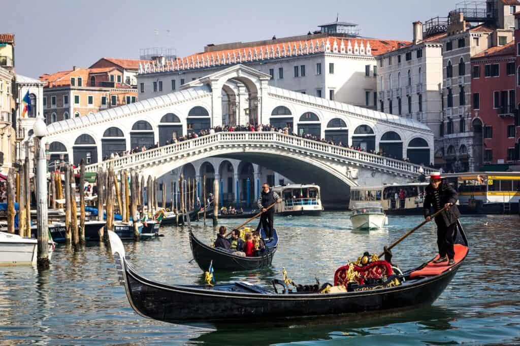 rialtobroen i venedig italien