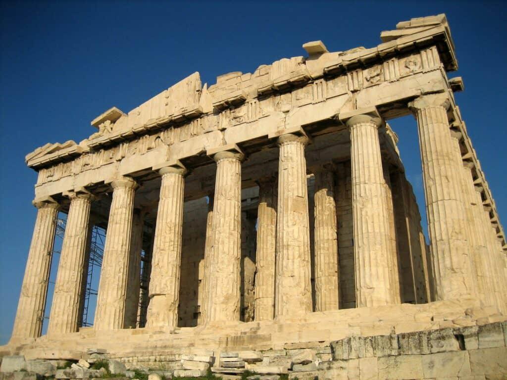ruiner af parthenon templet i akropolis uden for athen i grækenland ferie