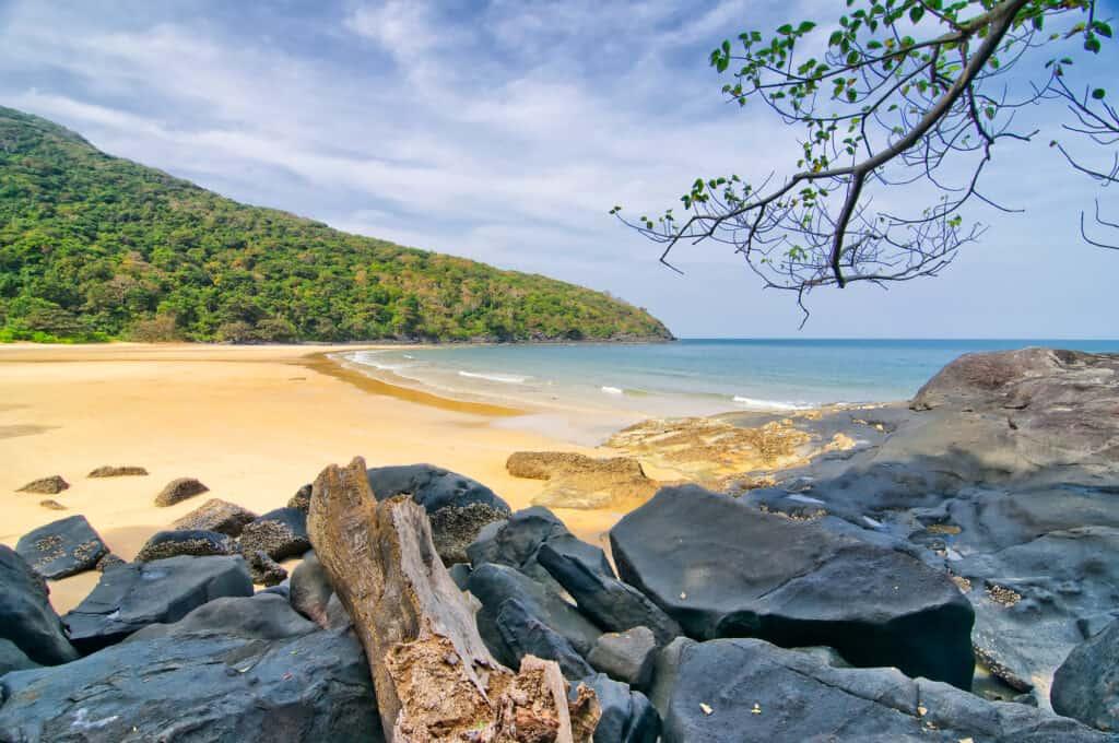 sandstrand på con dao øerne i vietnam
