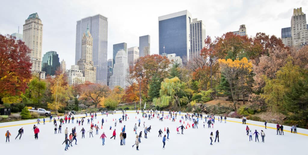 skøjtebane om vinteren i central park i new york city