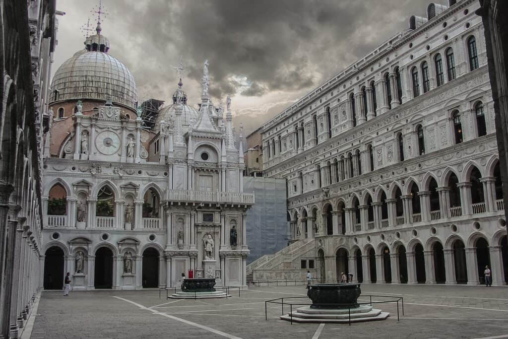 smukt billede fra dogepaladset i venedig italien