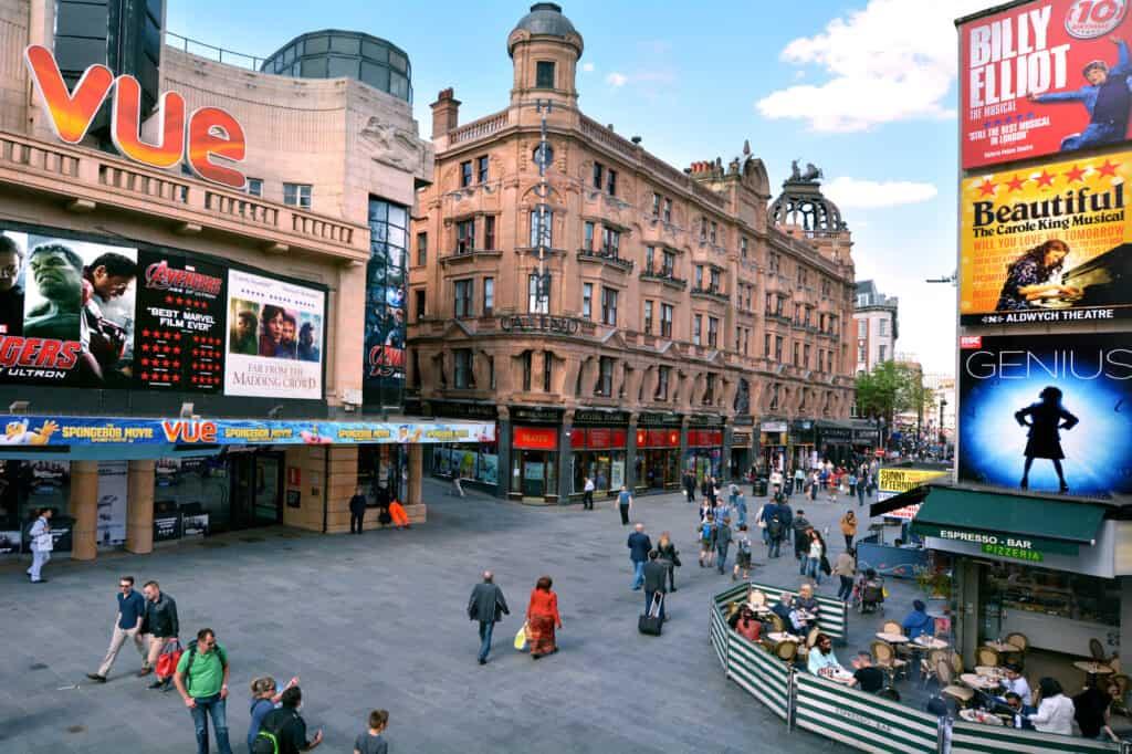 stort udvalg af musicals i london her på leicester square