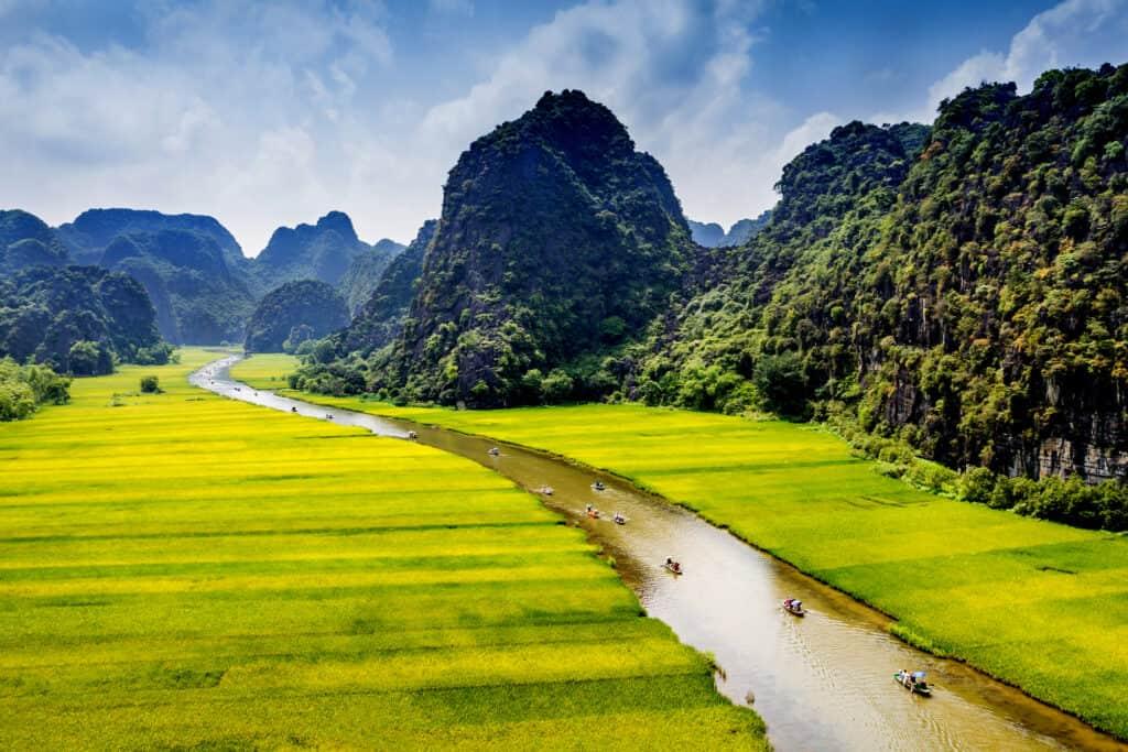 tam coc naturpark i ninhbinh vietnam bliver kaldt ha long bugtenpå land med smukke rismarker