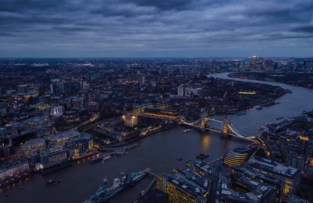 themsen set ovenfra med overblik over hvordan den slanger sig gennem london