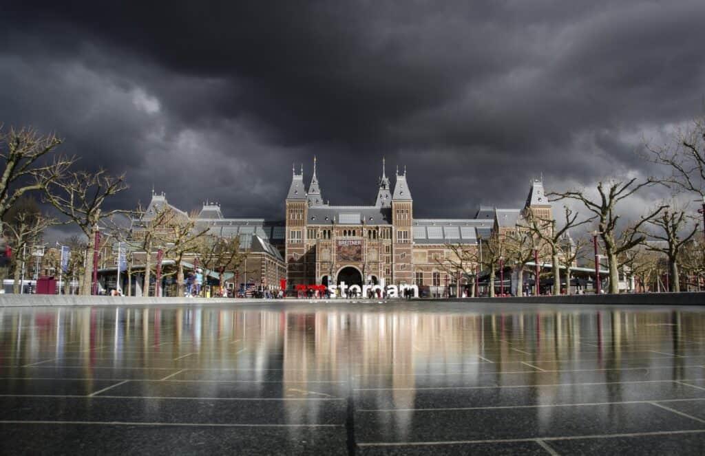 udendørs billede af rijksmuseum i amsterdam 1
