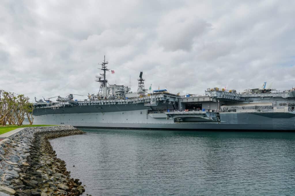 uss midway er et flådemuseum i san diego bygget på et tidligere hangarskib
